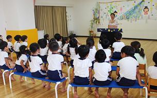 소인원 편성으로 어린이들이 한명 한명과 더욱 친해지며 따뜻하게 커가는 애정보육