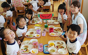 본 학원 안에서 직접 조리하는 따뜻하고 맛있는 쌀밥 급식
