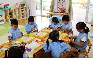 다른 연령의 어린이들과 함께 활동하는 시간을 가짐으로써, 서로 협력하고 도우며 위하는 마음을 육성